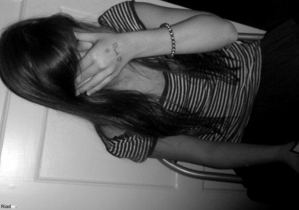 #  -  Non, je ne l'aime plus. Pendant une période, j'aurais fait n'importe quoi pour lui, j'aurai fini sous les roues d'une voiture si ça avait pu l'aider, le sauver ou juste lui plaire. Aujourd'hui, je suis guérie, je le regarde avec de la distance, je suis plus raisonnable, je pense que j'ai grandi. Mais il reste toujours une empreinte, une cicatrice, de ce que j'ai ressenti. Une cicatrice qui ne partira pas, qui me rappellera toujours qu'il n'est pas n'importe qui.      - .