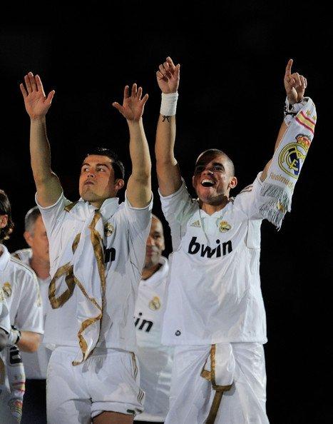 """campeones """" real madrid """"  hala madrid    (l) CR7"""