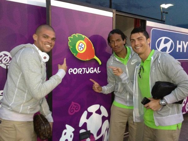 cristiano ronaldo & bruno & pepe in the team bus