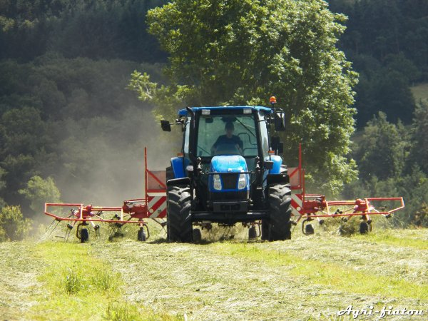 Fannage 2012 ( New holland TL A 90 et kuhn GF 6301 )
