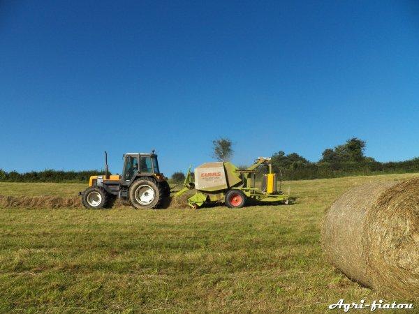 Préssage du foin 2012 ( Renault 155-54 et Claas Rolland 255 )
