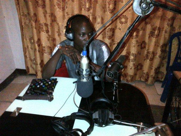 Emka en live (radio central).jpg