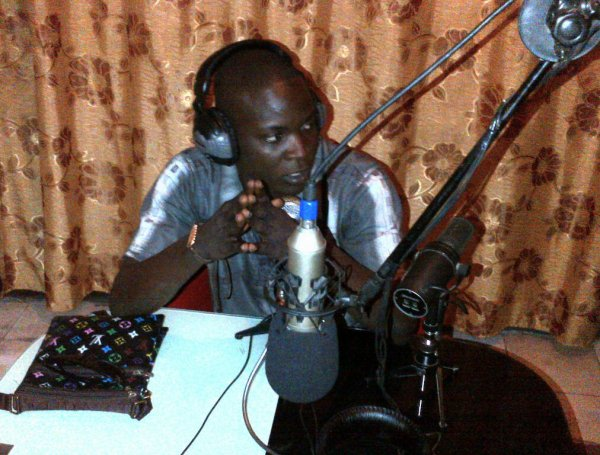 Emka le Phago-punch picture live radio.jpg