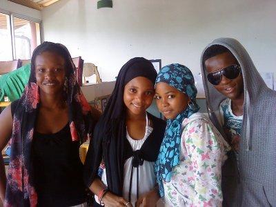 mon petit frere Djanfei et ses copines de classes