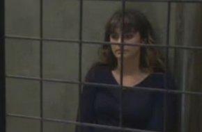 Mélanie se retrouve en prison !