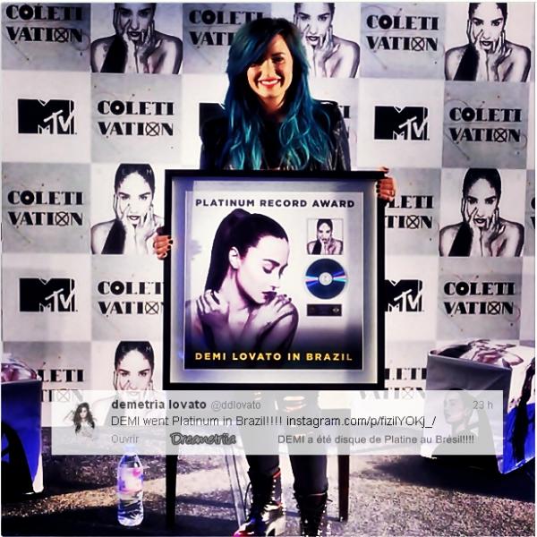 17-10-13: Demi a posté deux twitts.