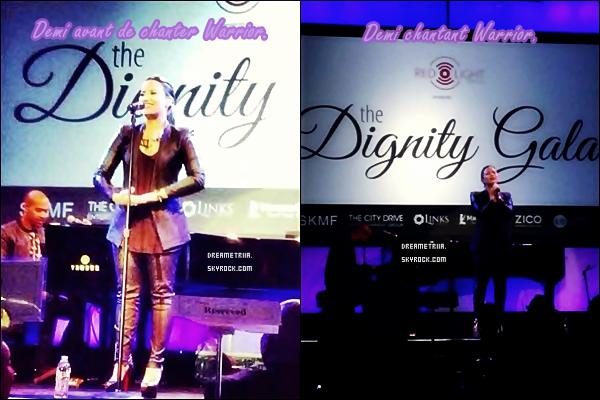 18.10.2013: Demi s'est rendue au Dignity Gala à Los Angeles. C'était un événement organisé en l'honneur de l'association Redlight Traffic. TOP/BOF/FLOP? Perso, c'est un TOP. Demi est magnifique!