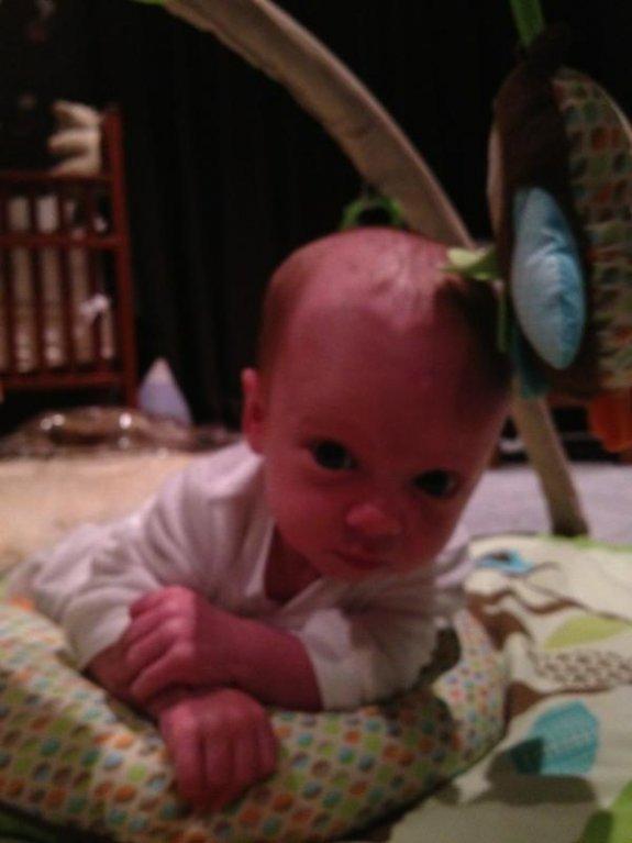 Luca (1 mois) avec Hilary Duff et son mari Mike Comrie