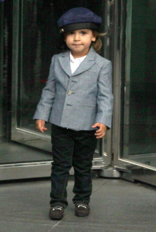 Mason (2 ans et demi) et sa mére Koutney enceinte de huit mois sortant du restaurant avec sa famille