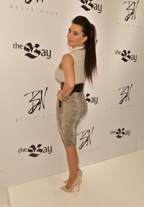 10\05\12 Kim Kardashian aperçue arrivant a l'aéroport de Lax à Los Angeles