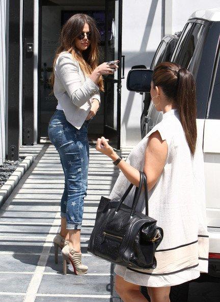 18\05\12 Kourtney et sa soeur Khloe ont était aperçues faisant du shooping dans la boutique Juicy Couture à Beverly Hills
