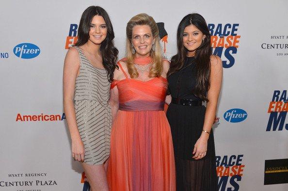 """18\05\12 Kendall et Kylie Jenner ont assister sur le plateau du """"19th Annual Race To Erase MS"""" à Century Plaza"""