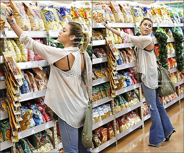 _  21/10/11 : Miley a été vu faisant ses courses à Trader Joe's, à Studio City. _
