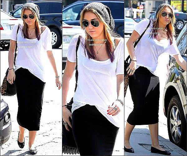 _  18.10.11 :__Miley et Liam sortant de chez le coiffeur, à Los Angeles. _