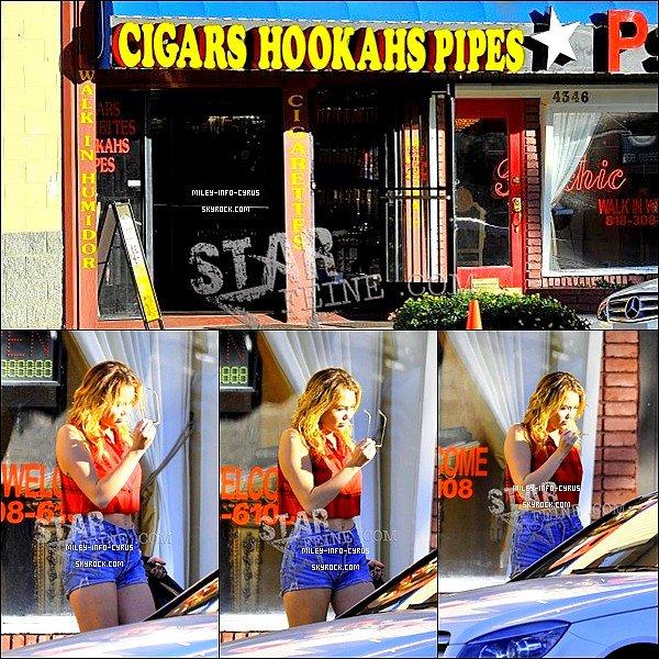 _ 13 / 01 / 12 :Miley à été aperçues sortant d'un magasin de cigarettes avec son amie Denika. _