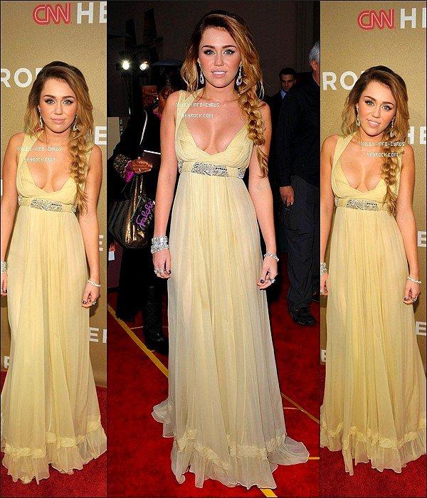 """_ RATTRAPAGE DE NEWS : Miley était à l'événement """" CNN Heroes : An All Star Tribute """" avec son petit ami Liam. Elle a ensuite chanté 'The Climb"""" ! Un Grand Top ! _"""