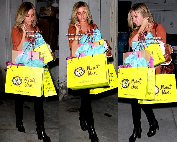 08.11.11 : Ashley sortant du Byron & Tracey Salon à Beverly Hills, rejoignant sa voiture.