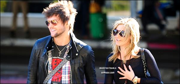 02.01.12 : Mlle Tisdale a été repéré à l'aéroport de LAX aux côtés du chanteur Martin Jonhson.