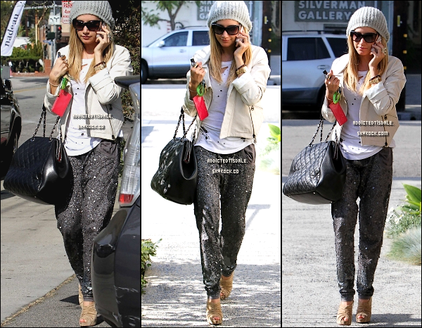 "19.01.12 : Ashley sortant du salon de coiffure "" Andy Lecompte "" à Beverly Hills."