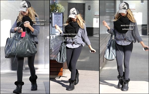 25.01.12 : Mlle Tisdale sortant de son cours de sport habituel à Beverly Hills.