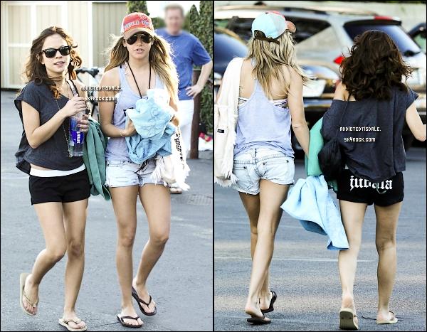 28.01.12 : Notre Tisdale a été repéré quittant la plage de Malibu avec son amie Kim Hidalgo.