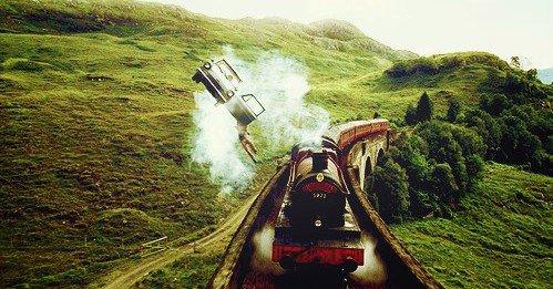« Qu'est-ce que votre tête pouvait bien faire à Pré-au-lard, Potter ? Votre tête n'a pas le droit de se rendre là-bas. Aucune partie de votre corps n'a reçu l'autorisation d'aller à Pré-au-lard. » Severus Rogue, HP3