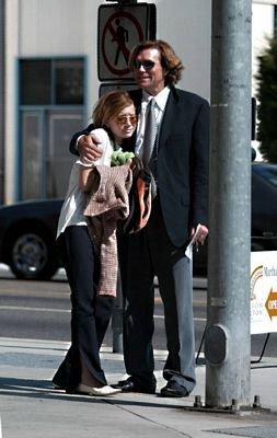 2003 - Mary-Kate à un funerail , Ashley était aussi présente mais pas de photo