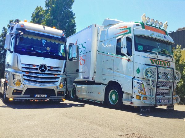 Mercedes Actros MP4 1851 + Volvo NewFH 500