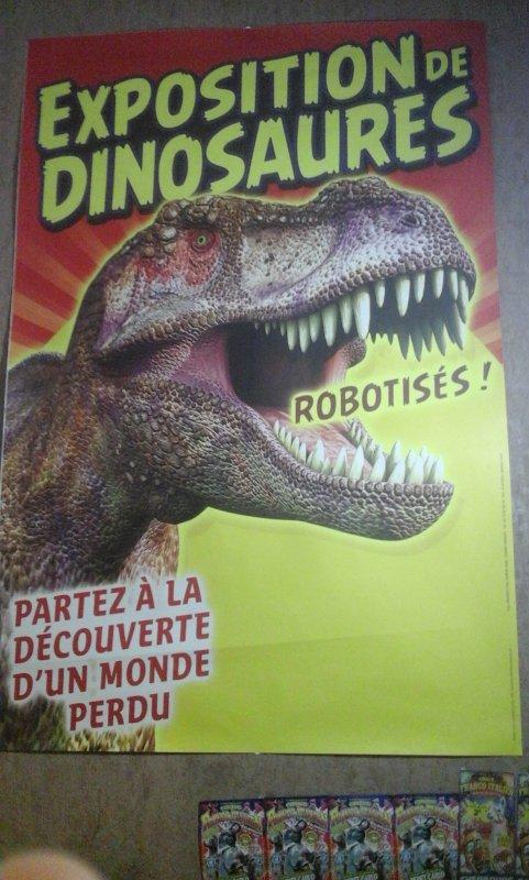 BONUS:affiche murale le monde des dinosaures lors de son passage a cherbourg