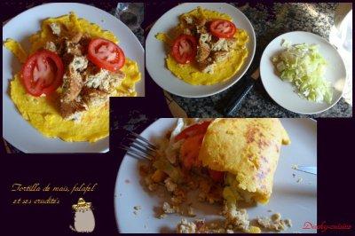 Tortilla de maïs au falafel, poivrons, tomates et oignons