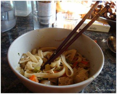 Nouilles aux légumes et tofu
