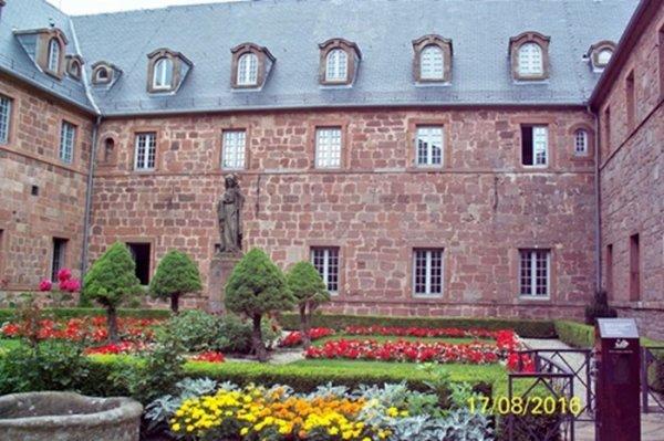 Le couvent du Mont-Sainte-Odile...Alsace