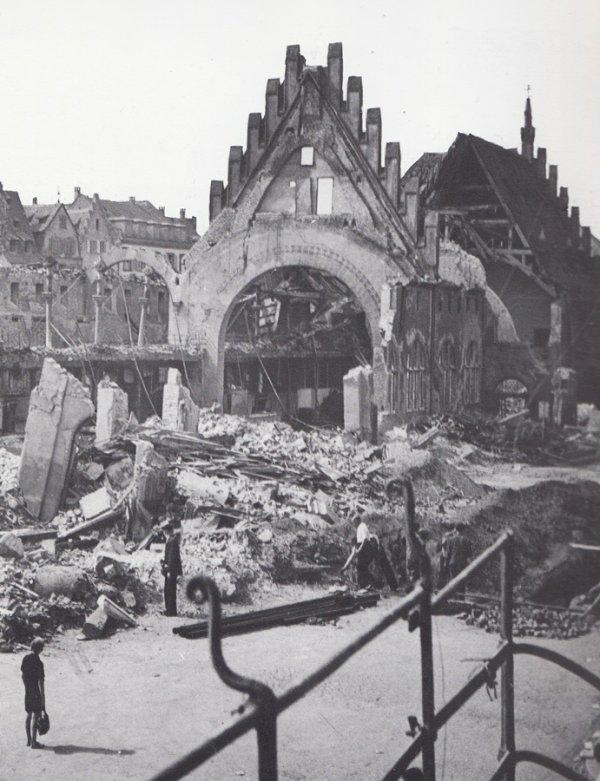 L'ancienne douane médiévale brûlée,puis bombardée,Strasbourg