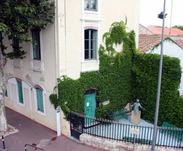 La maison natale de Charles Trenet (le fou chantant) à Narbonne