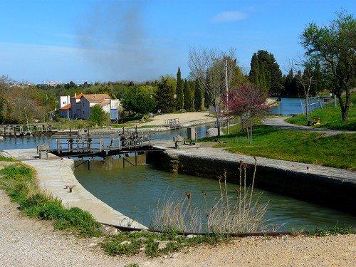 Les barques et le cours Mirabeau à Narbonne