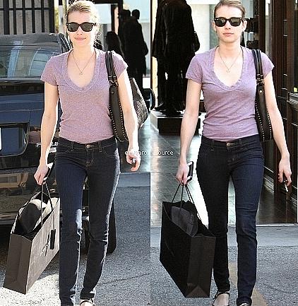 28.10.11 Emma vue le jour d'Halloween, avec une pizza dans les mains pour aller à Beverly Hills.