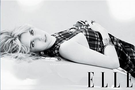 """8.11.11 : Emma a assisté au """" VERSACE POUR H&M L'ÉVÉNEMENT """" à New York. Le costume d'Emma était très amusant."""