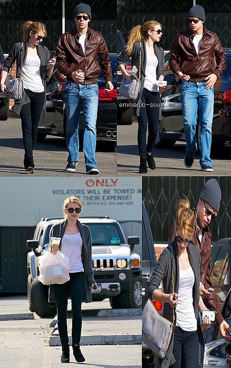 10.11.11 : Emma a enchaînée deux events hier avec deux robes différentes. Elle était à une soirée organisée par Lisa Love And Tommy Hilfiger. Elle y a retrouvée son amie Ashley Benson qui était elle aussi à l'autre event.
