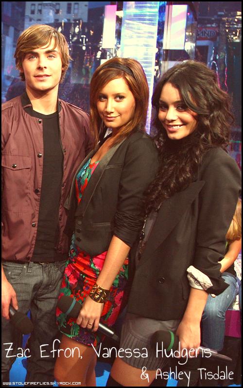 www.stolefireflies.skyrock.com + Un blog sur les 3 meilleures acteurs de l'écurie Disney : Zac Efron, Vanessa Hudgens & Ashley Tisdale.