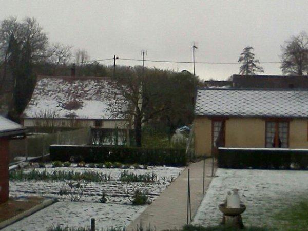 Ouais,genial,il neige...mais pas assez pour que je n'aille  pas en cour TT-TT