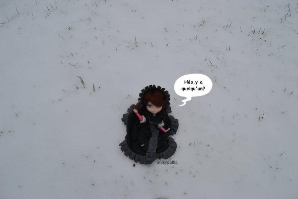 Lucie dans la neige partie 1 (je sais pas pourquoi je voulais beaucoup la prendre en photo XD)
