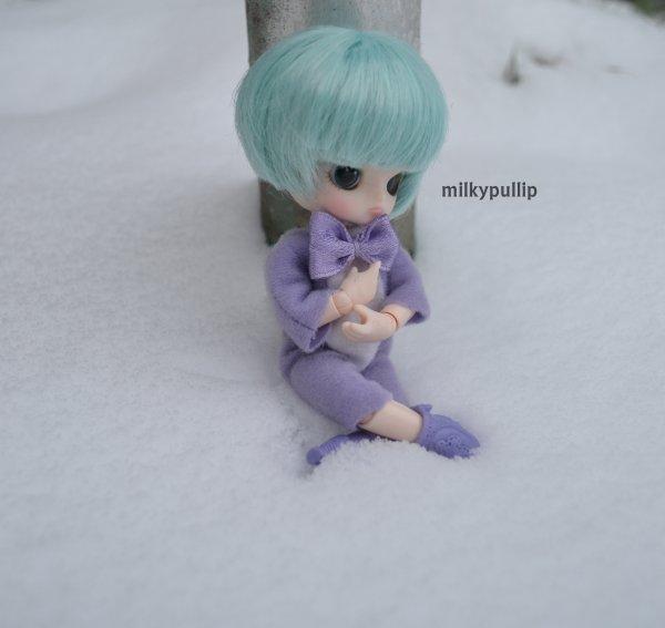 Au tour de Axell d'aller dans la neige :3 (que 3 phots,je sais...deso XD)
