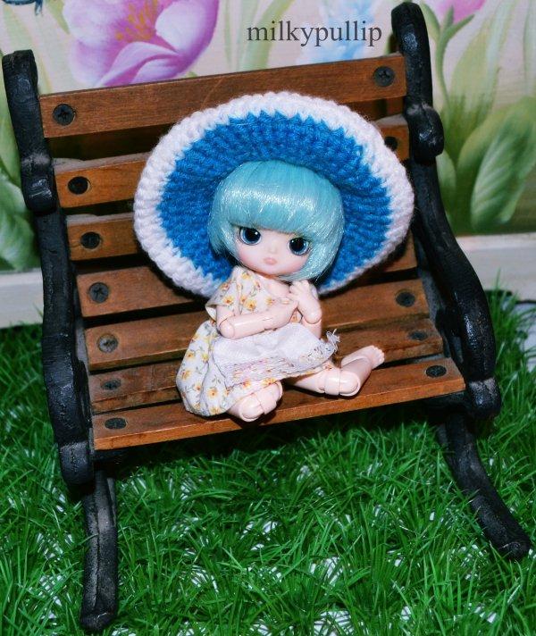 Axell Et la salle de jeu miniature :3 (encore des trucs trouvée dans la salle de jeux,dont plusieurs mini robes pour elle ^^)