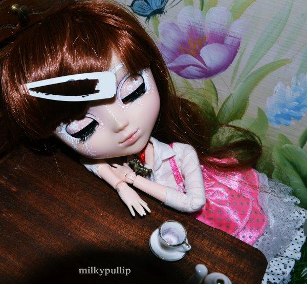 Alice la sweet partie 2 ^^ (hey pourquoi elle prend un corps dans ses bras?! 8D)...
