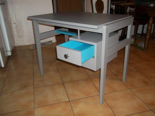 bureau feutre et bleu