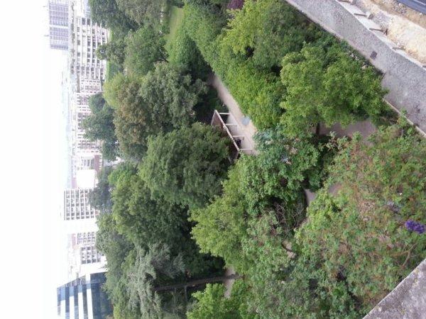 Petite vue parc Planchette a Levallois