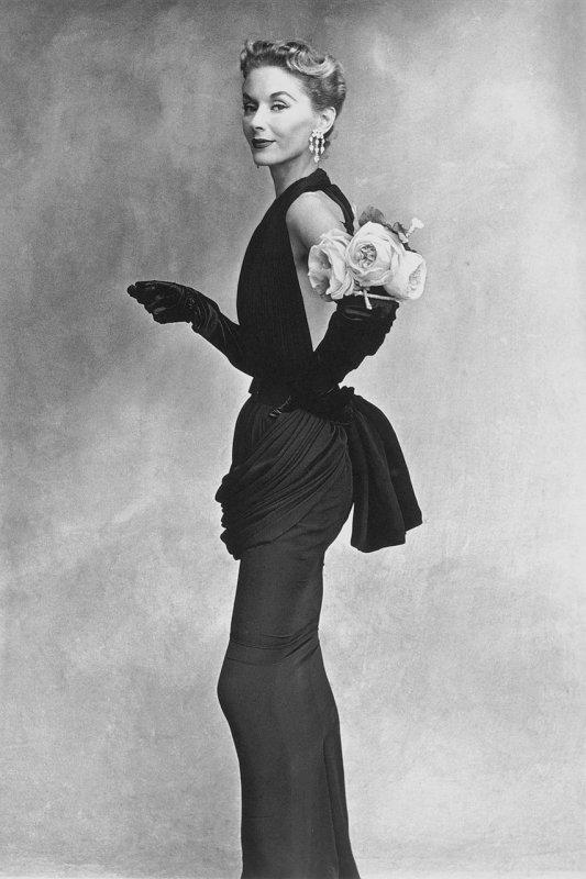 """2  photos noir et blanc pour ma nouvelle amie canadienne """" Artistartiste """"   :  Lisa Fonssagrives , mannequin suédois (1911-1992) par Irving Penn  (1917-2009)   /   Charlotte Rampling par jean-Loup Sieff"""