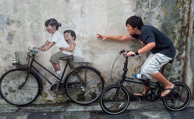 « La vie, c'est comme une bicyclette, il faut avancer pour ne pas perdre l'équilibre. »   Albert Einstein