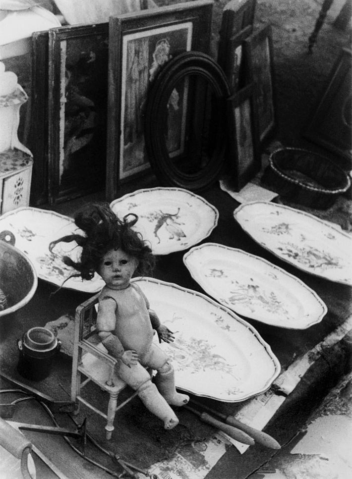 Demain : brocante ... /  photographe lituanien  Moï  WER  (1904-1995)