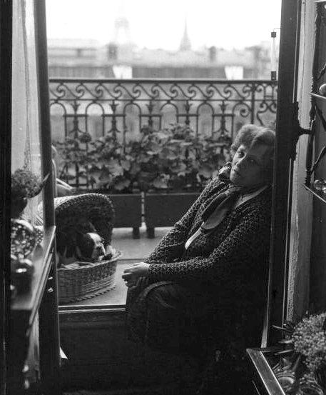 Pour Liseur-liseuse ... :   2 photos de Colette  (1873-1954)